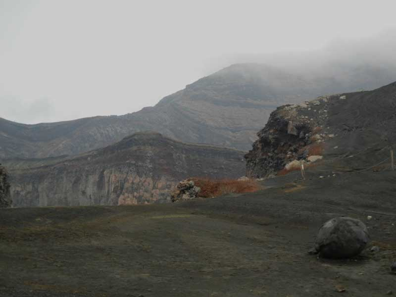 Действащият кратер Накадаке