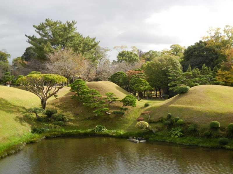 Градините Suizenji Jojuen, Kumamoto през ноември