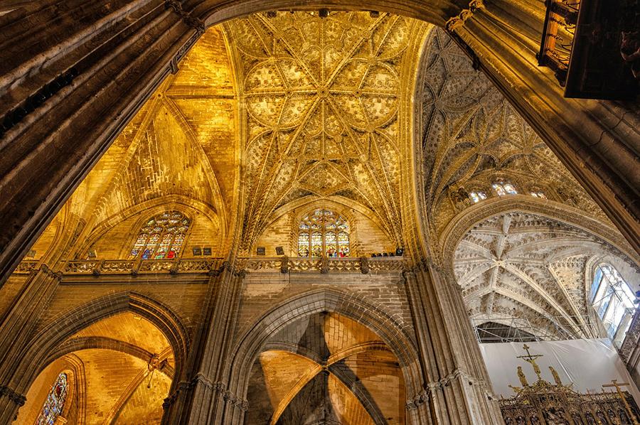 Интериор от катедралата в Севиля
