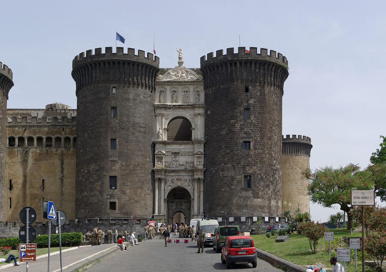 Новия замък в Неапол