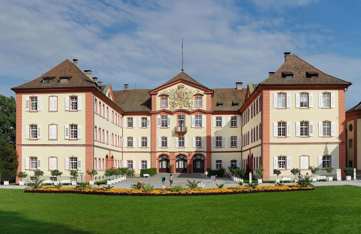 Замъкът, който служи за дом на фамилия Бернадот.
